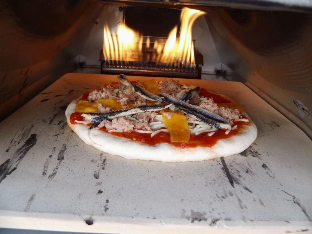 02_Pizza_im_Ofen.jpg